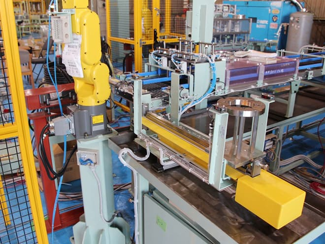 産業用ロボットを使用した自動搬送システムを導入致しました